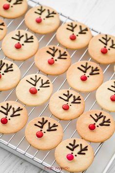 christmas food gifts: reindeer cake tutorial | make handmade, crochet, craft