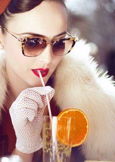 Beautiful dreams of love and luxury Vintage Glam, Mode Vintage, Looks Vintage, Vintage Girls, Vintage Dresses, 1940s Dresses, Fashion Moda, Fashion Art, Retro Fashion