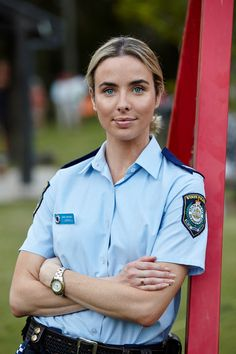 Brody's secret talent is revealed. Colby is confronted by his past when a mystery woman turns up in the Bay. Idf Women, Military Women, Women Police, Stunning Girls, Bold And The Beautiful, Bonnie Sveen, Ashleigh Brewer, Home And Away Cast, Mädchen In Uniform