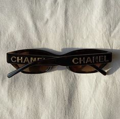 Classy Aesthetic, Beige Aesthetic, Chanel Sunglasses, Sunnies, Lunette Style, Jewelry Accessories, Fashion Accessories, Accesorios Casual, Inspiration Mode
