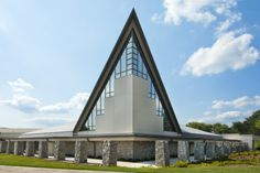 Holy Innocents Episcopal Church, Atlanta (USA) by TVS Associates #QUARTZZINC #QuartzZinc #Roofing #Architecture #Project #Zinc #VMZINC #USA