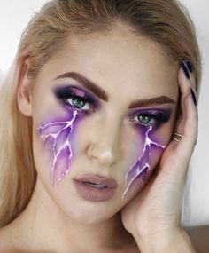 Hier sind die besten Halloween-Make-up-Looks, die es heute zu kopieren gilt Happy Halloween! Here are the best Halloween make-up looks to copy today – Crying Lightning Halloween Inspo … IG: Lunarbeauty – # Happy # is Fröhliches Halloween, Creepy Halloween Makeup, Halloween Inspo, Feliz Halloween, Halloween Costumes, Beautiful Halloween Makeup, Halloween Eyeshadow, Fairy Costumes, Vintage Halloween
