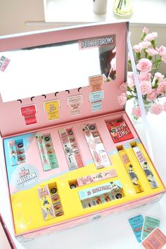 Benefit Brow Collection How BEAUTIFUL is the packaging for Benefit's new brow collection? *swoon* – Das schönste Make-up Benefit Makeup, Benefit Cosmetics, Makeup Cosmetics, Benefit Brow Collection, Makeup Collection Storage, Makeup Package, Sensitive Skin Care, Makeup Palette, Makeup Collection