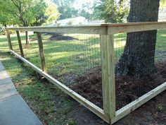4 Plentiful Tips AND Tricks: Glass Fence Panels tree fence how to grow.Fence For Backyard Diy Projects glass fence chain links.Fence For Backyard Diy Projects. Diy Dog Fence, Easy Fence, Fence For Dogs, T Post Fence, Diy Garden Fence, Fence Planters, Country Fences, Rustic Fence, Front Yard Fence