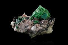 Zeunerite  Locality: Brumado, Bahía, Brazil  Description: 9,0x7,0x4,0cm Main crystal size : 4,5cm Intact green-blue tablets developed on magnesite MIM number711 Photographer :Augustin de Valence (Ainu)