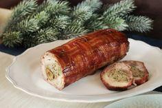 Az ünnepekre kellenek a villantós kaják, szóval mi igyekszünk minél többel lenyűgözni titeket. Most pedig tényleg egy nagyon extrát hoztunk, ugyanis egy fűszeres pulyasültet megtöltöttünk gesztenyével és még egy bacon fonatot is rittyentettünk rá. Bacon, Meatloaf, Sausage, Pork, Meals, Pork Roulade, Meat Loaf, Meal, Sausages