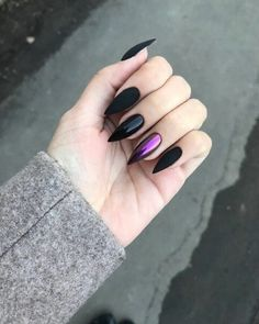 nails rose gold and black / nails rose gold ; nails rose gold and black Matte Nails, Rose Gold Nails, Gradient Nails, Holographic Nails Acrylic, Ombre Nail, Ongles Kylie Jenner, Black Manicure, Black Chrome Nails, Matte Black