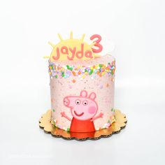 peppa pig themed mini cake Chuck a new house party that's easy, stylish, as well Bolo Da Peppa Pig, Peppa Pig Cookie, Peppa Pig Birthday Cake, Peppa Pig Cakes, 3rd Birthday, Pig Cookies, Pig Party, Diy Cake, Creative Cakes