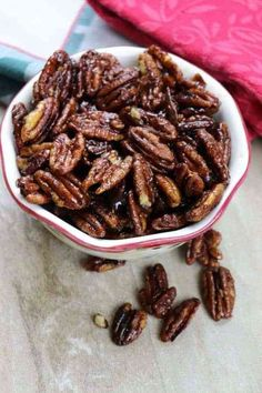Stovetop Candied Pecans are a delicious treat for the holidays. The candied pecans are an easy recipe to make and are the perfect Christmas dessert. Pecan Recipes, Snack Recipes, Cooking Recipes, Candy Recipes, Candied Pecans Recipe, Candied Nuts, Pecan Desserts, Herd, Christmas Desserts