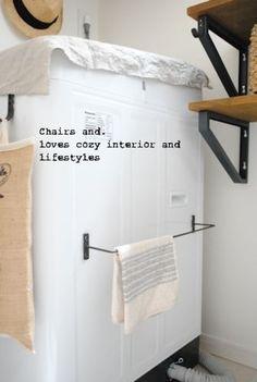 この方法はアイアンフック以外にも応用OK。例えば、洗濯機にタオルハンガーをつけたり、アイアン部分にさらにアイアンフックをつけたり(写真右上)、幅広く応用できそうなテクニックですね。