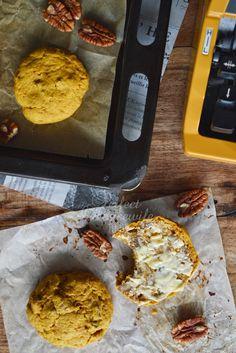 Pompoen is mijn lievelingsgroente in de herfst. En ook nog mega gezond! Klik voor het recept voor zoete pompoen scones met 'pumpkin spice' en pecannoten. Op de DIY- en foodblog Perfect Housewife - to be.