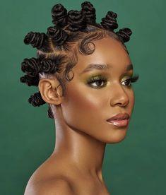 Bantu Knots: How to, Their History & Bantu Knots Hairstyles Afro Puff, Bantu Knot Hairstyles, Cool Hairstyles, Black Hairstyles, Natural Hair Types, Texturizer On Natural Hair, Girls Natural Hairstyles, Bantu Knots, Hair Knot