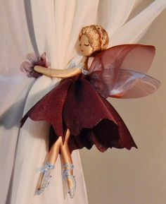 curtain holder or door knob tassels Fairy Crafts, Doll Crafts, Diy And Crafts, Arts And Crafts, Paper Crafts, Diy Y Manualidades, Curtain Holder, Flower Fairies, Fairy Dolls