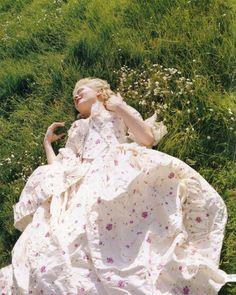 Kristen Dunst in the title role of Marie Antoinette (2005).