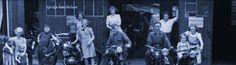 Nijverdalsestraat bij de familie Schasfoort. Foto van begin jaren 50 gemaakt voor de werkplaats. Op de foto Bernard Schasfoort met kinderen en medewerkers.