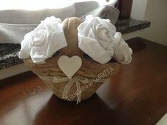 vaso shabby con rose di stoffa fatte a mano