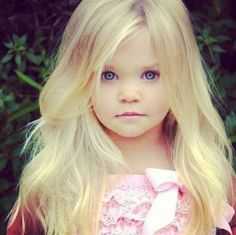 Look at this cute little girl! #blonde #little