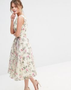 Chi Chi London Decadent Satin Midi Dress in Allover Floral Print.  KleiderWeißes ... c95ec564d9