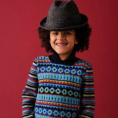 Warm and sporty jacquard. Nice model for school, in pure merino wool. This knitting pattern with striped sleeves and high collar is suitable for qualified knitters. Crochet Socks Pattern, Knitting Patterns, Pull Jacquard, Linnet, Blue Wool, Child Models, Yarn Needle, High Collar, Pulls
