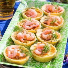 Minipajer med räkor - Hemmets Journal Bacon Wrapped Pickles, Homemade Hummus, Swedish Recipes, Food Platters, Hummus Recipe, Thanksgiving Appetizers, Garam Masala, Entrees, Tapas
