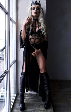Harness Leather Crown,Black Leather Crown, Women Crown, Queen Crown, Bdsm Costume Crown All Black everything outfit Hot Goth Girls, Gothic Girls, Goth Beauty, Dark Beauty, Fashion Design Inspiration, Alternative Mode, Gothic Mode, Looks Dark, Leather Lingerie