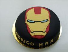 Tarta Iron Man de chocolate. Elige a tu superhéroe favorito y hazte la tarta que quieras, a tu medida, cargada de superpoderes.