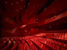 Theatre Agora / UNStudio ... ob vstopu wow ... ko se vsedeš se pogled umiri, ker je strop raven (zadnje vrste)