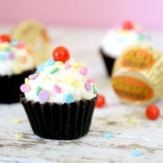 Peanut Butter Cup(cakes) - such a cute and sweet party treat that are super dooper easy to make with little ones.