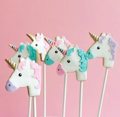 """Unicorn cookie pops by We'll take please! Unicorn Cake Pops, Unicorn Cookies, Unicorn Head, Magical Unicorn, Unicorn Birthday Parties, 3rd Birthday, Kreative Desserts, Unicorn Foods, Cookie Pops"
