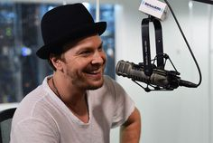 Gavin DeGraw: he MUST sing at my wedding..... that is if he's not the groom <3