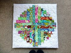 Shannon's Floor Cushion 002 Log Cabin Patchwork, Log Cabin Quilts, Floor Cushions, Mini Quilts, Beach Mat, Outdoor Blanket, Flooring, Pillows, Rugs