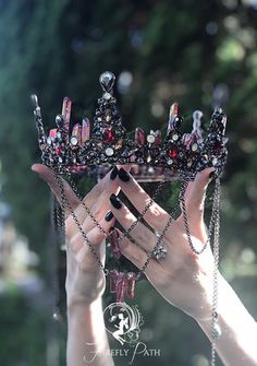 Crystal Crown Tutorial — Firefly Path - Lilly is Love Cute Jewelry, Hair Jewelry, Jewelry Accessories, Leather Accessories, Fantasy Jewelry, Gothic Jewelry, Magical Jewelry, Crystal Crown, Fantasy Dress