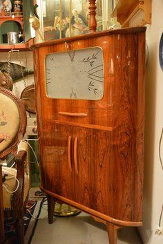 ReTro ToM Tom's Furniture World TOMANIA Retro Furniture, Furniture Design, Vintage Writing Desk, Norway Design, Hall Mirrors, Vintage Office, Cabinet Makers, Cabinet Design, Scandinavian Design