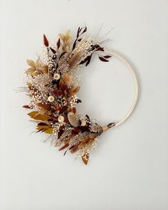 Dried Flower Wreaths, Fall Wreaths, Dried Flowers, Christmas Wreaths, Wreaths For Front Door, Door Wreaths, Wooden Welcome Signs, Alternative Bouquet, Floral Chandelier