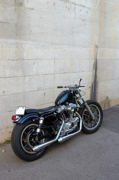 Sportster Cafe Racer, Harley Davidson Sportster 1200, Custom Sportster, Custom Harleys, Harley Davidson Motorcycles, American Motorcycles, Old Motorcycles, Motorcycle Exhaust, Old Bikes