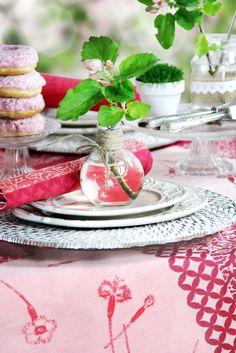 Apfelblüte - wir decken den Tisch im Garten mit FLEUR DU JARDIN von sander-tischwaesche.e