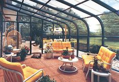 '70s/'80s style in a curved eave sunroom