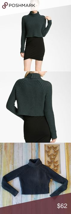 T Alexander Wang Green cropped Turtleneck Sweater Chunky knit pullover style in a dark forest green. Turtlneck, cropped length. Such a cool on-trend style. In goos condition. Made by T Alexander Wang, size small. Alexander Wang Sweaters Cowl & Turtlenecks