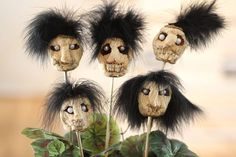Shrunken heads made from carved apples, which are slowly dried in the oven, make fun and creepy Halloween decorations.