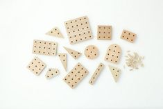 Another great design from Torafu Architects for producer Ichiro Furniture. Graphic plywood blocks to form various shapes, the only limit is your imagination ; Wood Projects For Kids, Woodworking Projects For Kids, Wooden Building Blocks, Wood Blocks, Cute Crafts, Crafts To Make, Design Japonais, Discovery Kit, Christmas Toys