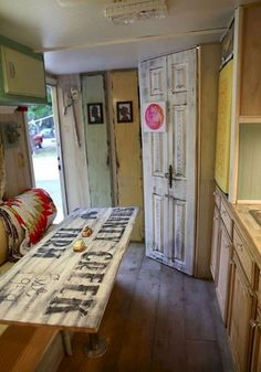 Adorable 80 Best Travel Trailers Remodel for RV Living Ideas https://homevialand.com/2017/09/16/80-best-travel-trailers-remodel-rv-living-ideas/