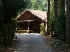 You'll never want to leave these perfect cabins on the coast! 9 cheap cabins to rent on the Oregon Coast. Oregon Vacation, Florida Camping, Oregon Travel, Seaside Oregon, Southern Oregon Coast, State Park Cabins, Secluded Cabin, Best Places To Vacation, Getaway Cabins