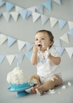 Omg, could you just die from the cuteness?!  My little man needs a 1st birthday photo just like this.
