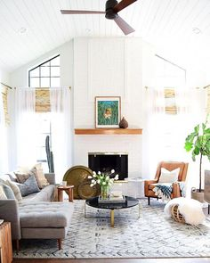 Best solution small apartment living room decor ideas 00022 ~ Home Decoration Inspiration Small Apartment Living, Coastal Living Rooms, Small Living, Midcentury Modern Living Room, Danish Living Room, Vintage Modern Living Room, Living Room Furniture, Living Room Decor, Dining Room