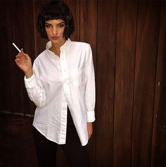 Emily Ratajkowski as Mia Wallace from 'Pulp Fiction' - The Best Celebrity… Get inspired for Halloween with these celebrity costumes! Pulp Fiction Halloween Costume, Cool Couple Halloween Costumes, Best Celebrity Halloween Costumes, Halloween Looks, Halloween Cosplay, Halloween Outfits, Halloween Ideas, Barbie Halloween, Halloween 2019