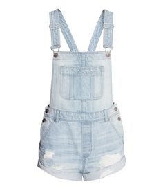 Dancing, twirling, eating, relaxing, wandering... make all of your favorite festival moments fuss-free with trendy-yet-practical denim overalls. Shop the full H&M Loves Coachella collection now in the US, 3/31 worldwide. | H&M Loves Music