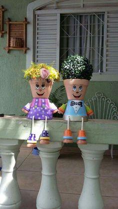 Vasinho cerâmica Flower Pot Art, Small Flower Pots, Clay Flower Pots, Flower Pot Crafts, Ceramic Flower Pots, Clay Pots, Flower Pot People, Clay Pot People, Clay Pot Projects