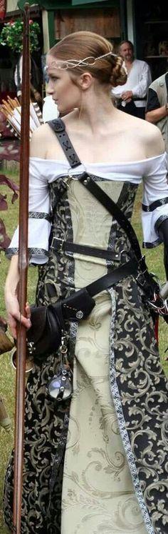 Elegantly dressed female medieval archer with longbow and belt quiver. Renaissance Costume, Medieval Costume, Medieval Dress, Renaissance Fair, Medieval Fantasy, Celtic Costume, Corsets, Looks Dark, Larp