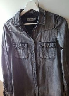 Kup mój przedmiot na #vintedpl http://www.vinted.pl/damska-odziez/inne-ubrania/14035584-jeansowa-koszula-pullbear