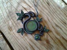 collier macrame avec pierres semi precieuses malachite : Collier par manifil